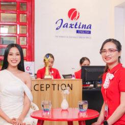 Lọt top gương mặt hot nhất Miss World 2021, tân Hoa hậu Đỗ Thị Hà tức tốc đi học tiếng Anh tại trung tâm Jaxtina