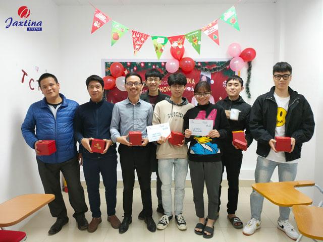 """Cuộc thi """"Amazing Christmas"""" được các tập thể lớp tại Jaxtina tham gia sôi nổi"""