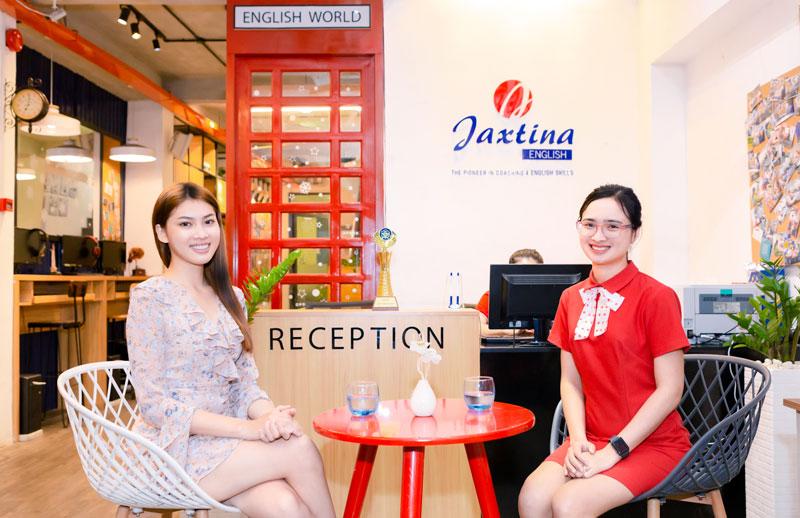 Á hậu Ngọc Thảo nỗ lực học tiếng Anh tại Jaxtina để dự thi Miss Grand Intenational