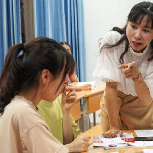 Sinh viên Đại học Y Hà Nội trải nghiệm buổi học thực tế – phát triển toàn diện 4 kỹ năng trong Tiếng Anh do Jaxtina tổ chức