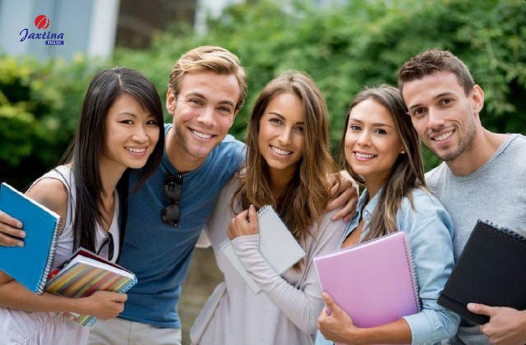 Các bài đọc về chủ đề Hanging out with friends (Đi chơi với bạn bè)